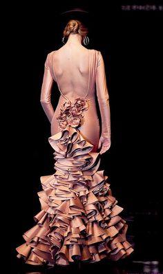 Vicky Martín Berrocal Sexy Dresses, Evening Dresses, Fashion Dresses, Formal Dresses, Wedding Dresses, Runway Fashion, Fashion Art, Fashion Design, Flamenco Dancers