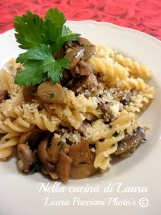 FUSILLI SALSICCIA E FUNGHI Fusilli, Risotto, Food To Make, Pasta, Rice, Beef, Chicken, Cooking, Ethnic Recipes