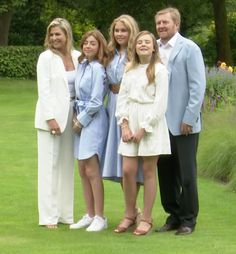 Dutch Princess, Prince And Princess, Royal Families Of Europe, Dutch Royalty, Danish Royal Family, Queen Maxima, Vogue Australia, Family Outfits, Spring Tops