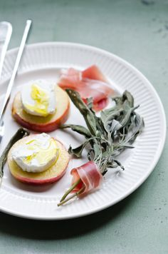 Goat Cheese on Wam Apple Slice with Crisp Sage and Prosciutto | At ...