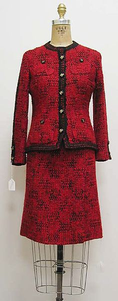 Suit House of Chanel Metropolitan Museum of Art Chanel Fashion, 1960s Fashion, Vintage Fashion, Couture Vintage, Vintage Chanel, Vintage Lace, Guy Laroche, Mademoiselle Coco Chanel, Chanel Tweed Jacket