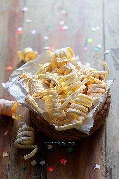 Best Italian Recipes, Favorite Recipes, Crostoli Recipe, Italian Biscuits, Carnival Food, Italian Pastries, Savarin, Cake & Co, Pan Dulce
