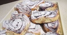 Mennyei Pihe puha kakaós csiga 🐌 recept! Baking And Pastry, Bread Rolls, Cakes And More, Bagel, Bread Recipes, French Toast, Recipies, Deserts, Muffin