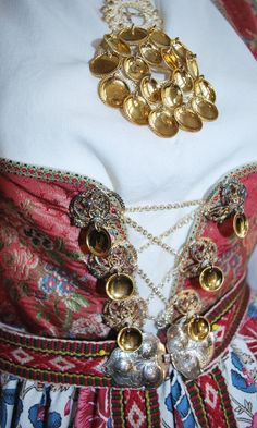 FINN – Aust-Agder - Åmlibunad Traditional Fashion, Traditional Dresses, Welsh, Maladaptive Daydreaming, Norwegian Vikings, Folk Costume, Mittens, Norway, Scandinavian