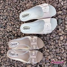 Modelos de cores claras e delicadas dão um ar feminino e romântico ao look. Simplesmente a cara da primavera <3 #Campesí #Conforto #shoes