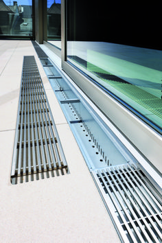 Hydra-Linearis + Fultura After loosening the grate lock you can remove the design grate Hydra-Linear Deck Design, Modern House Design, Sliding Door Track, Sliding Patio Doors, Drainage Solutions, House Extensions, Pool Designs, Architecture Details, Backyard Landscaping