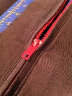 """""""best zipper tutorial I've found so far sewing """" Sewing Projects For Beginners, Sewing Tutorials, Sewing Hacks, Sewing Crafts, Sewing Patterns, Sewing Tips, Skirt Patterns, Dress Tutorials, Coat Patterns"""