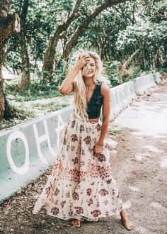 Barefoot blonde amber fillerup wearing free people and marissa webb. stunning summer boho style ღ stylish outfit Mode Hippie, Hippie Style, Bohemian Style, Bohemian Summer, Bohemian Outfit, Bohemian Lifestyle, Gypsy Style, Girl Style, Hippie Boho