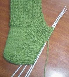 49 Ideas For Crochet Slippers Boots Leg Crochet - Diy Crafts - maallure Crochet Simple, Free Crochet Bag, Diy Crochet, Crochet Doilies, Baby Booties Knitting Pattern, Loom Knitting, Knitting Socks, Baby Knitting, Crochet Slipper Boots