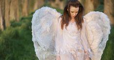 Neodmítejte pomoc andělů... Tarot, Mystic, Fur Coat, Ruffle Blouse, Reiki, Fictional Characters, Women, Astrology, Psychology