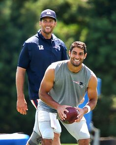 Tom Brady and Jimmy Garoppolo Football Season, Nfl Football, American Football, New England Patriots Football, Patriots Fans, Boston Sports, Boston Strong, Little Bit, Athletic Men