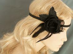 Haarband mit Blume schwarz Federn von Elizabethmode auf DaWanda.com
