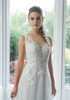 Sweetheart Gowns - Style English Net A-Line Gown with Venice Lace Appliques Rustic Wedding Dresses, Luxury Wedding Dress, Wedding Dress Sleeves, Tulle Balls, Tulle Ball Gown, Ball Gowns, Bridal Gowns, Wedding Gowns, Simple White Dress