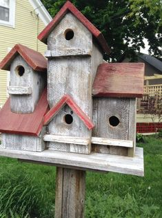 Jahrgang 4 Familien-Vogelhaus 9 inches wide inches long x 18 inches high This birdhouse would look great in your yard or garden. All houses have clean outs in the back. Choose a different color for the top if you want. Large Bird Houses, Wooden Bird Houses, Bird Houses Diy, Bird Houses For Sale, Bird House Plans, Bird House Kits, Homemade Bird Houses, Bird House Feeder, Bird Feeders