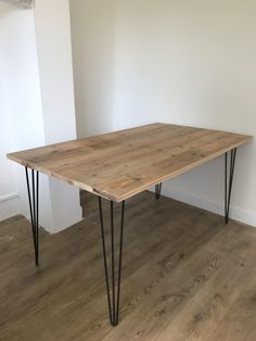 Home - Kitchen How to make your own scaffold plank dining table How To Buy A Persian Rug A Persi Hairpin Dining Table, Simple Dining Table, Dining Table Legs, Diy Table, Plank, Diy Furniture Restoration, Diy Esstisch, Dining Room Design, Room Decor