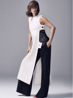 Helena Christensen Looks As Elegant as Ever in BAZAAR Kazakhstan Harper's Bazaar Kazakhstan Magazine April 2016 issue. Hitting the studio, Helena Christensen wears a white tunic and black trousers from Celine Fashion Details, Look Fashion, Fashion Show, Womens Fashion, Fashion Design, Fashion Trends, Trendy Fashion, Fashion Fashion, Helena Christensen