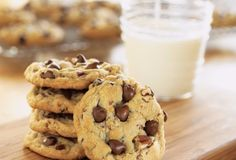 still the best chewy chocolate chip cookies. Recipe is from Crisco Ultimate Chocolate Chip Cookies. They are so give the baking instructions for cookie bars, large round cookie and a chocolate drizzle or dip. Ultimate Chocolate Chip Cookies Recipe, Chip Cookie Recipe, Best Chocolate Chip Cookie, Semi Sweet Chocolate Chips, Chocolate Cookies, Cookie Recipes, Dessert Recipes, Desserts, Bon Appetit