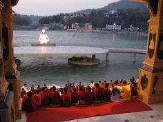 Rishikesh, India. Evening aarti Rishikesh India, Amazing India, Temple, Buddha, Indie, September, Wanderlust, The Incredibles, Homes