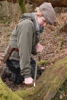Teaching kids bushcraft knife skills. Good information for working with young adventurers.
