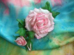 """Купить Заколка-зажим с розами из фоамирана """"Первая любовь"""" - бледно-розовый, заколка для волос"""