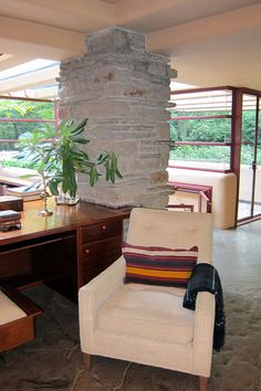 PA - Mill Run: Fallingwater - Living Room - Library Area   Flickr
