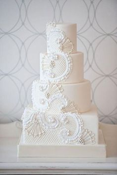 Weddbook is a content discovery engine mostly specialized on wedding concept. You can collect images, videos or articles you discovered  organize them, add your own ideas to your collections and share with other people | 30 Chic Vintage Style Wedding Cakes With An Old World Feel