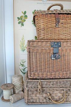 Five Ideas To Decorate Your Bedroom With White Wicker Furniture – Wicker Decor Wicker Trunk, Wicker Baskets, Fresh Farmhouse, Farmhouse Decor, Shabby, Rattan, Vibeke Design, Wicker Furniture, Basket Weaving