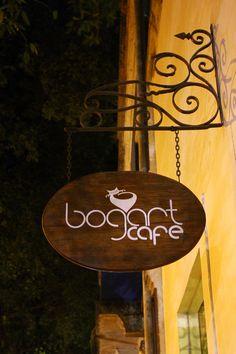 bogart café – o lugar Cafe O, Signage Design, Bottle Art, Color Schemes, Graphic Design, Pets, Logos, Beautiful, Home Decor
