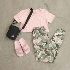 Teenage Outfits, Cute Outfits For School, Cute Comfy Outfits, Outfits For Teens, Pretty Outfits, Stylish Outfits, Girls Fashion Clothes, Teen Fashion Outfits, Crop Top Outfits