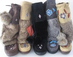 Don't these Manitobah Mukluks look snuggly? Gypsy Style, Boho Gypsy, My Style, Winter Outfits, Summer Outfits, Winter Clothes, Ulzzang, Moccasins Outfit, Over Boots