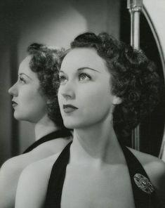 Hollywood Photo, Hollywood Fashion, Vintage Hollywood, Classic Hollywood, The Long Goodbye, Fay Wray, Woman Movie, Barbara Stanwyck, Iconic Movies