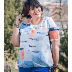Schlichtes aber doch raffiniertes Plussize Basic Shirt. Pastellfarben vereinen sich mit zartem Strick am Rücken. Der lässige Schnitt tut dabei ganz... Basic Shirts, Plus Size Shirts, Drawstring Backpack, Tie Dye, Tops, Women, Fashion, Pastel Colors, Patterns