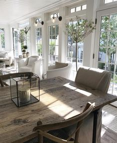 What's French Farmhouse and how to get the look in your home. Shopping guide and inspiring beautiful interior French Farmhouse photos. Farmhouse Interior, Farmhouse Design, French Farmhouse Decor, Fresh Farmhouse, Country House Interior, Farmhouse Windows, Modern Farmhouse, Home Interior Design, Interior Decorating