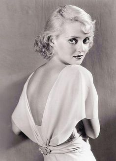 Bette Davis Hollywood Vintage, Hollywood Icons, Old Hollywood Glamour, Golden Age Of Hollywood, Classic Hollywood, Old Hollywood Actresses, Hollywood Wedding, Old Hollywood Stars, Hollywood Fashion