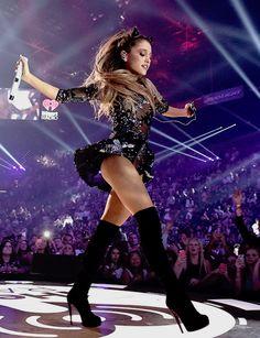 Such powertul feminine energy! Ariana Grande Legs, Adriana Grande, Ariana Grande Fotos, Ariana Grande Outfits, Ariana Grande Pictures, Bilal Hassani, Female Singers, Celebs, Celebrities