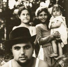 Le photographe Andrzej Polakowski a réalisé en 1966 et 1967 ce reportage sur les communautés tsiganes de la région de Lublin, en Pologne, pr...