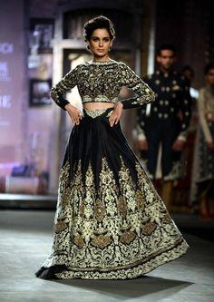 Anju Modi for Delhi Couture week 2014. #perniaspopupshop #designer #detailing #black #embroidery #label #love #creative #artistic #aesthetic #beautiful #glamorous #divine #AnjuModi #fashion #style #attractive #finesse