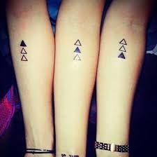 Resultado de imagen para tatuajes iguales para hermanas