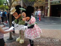 Mickey and Minnie in their Easter best #Disneyland