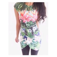 """H&M Tropical Scuba Dress This dress is tropical & fun with a zipper front that can give it the look of a two piece. It's a cute dress for Spring break. {actual color of item may vary slightly from photos}  •shoulders:14"""" •chest:14"""" •waist:13""""w •length:31.5""""  Material:94%polyester6%elastane  ️machine wash  Fit:true (very short more like a mini dress) Condition:no rips no stains  ❌no holds ❌no trades ♥️️bundles of 3/more items get 20% off H&M Dresses Mini"""