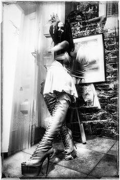 Photographie, Numérique dans Construction, Intérieur - Image #623312, Romania Leather Pants, Construction, Night, Concert, House, Ideas, Digital Photography, Leather Jogger Pants, Building
