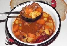 17 tunkolnivaló bográcsos étel | NOSALTY – receptek képekkel Hungarian Recipes, Goulash, Chana Masala, Stew, Chili, Grilling, Beans, Food And Drink, Ethnic Recipes