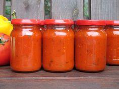 Sos de rosii reteta clasica italiana Hot Sauce Bottles, Cake Recipes, Vegetarian Recipes, Spices, Food And Drink, Stuffed Peppers, Homemade, Vegan, Canning