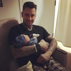 Pink and Carey Hart's baby boy just made his adorable debut in the world and on social media. The singer and the professional BMX star welcomed their second child Jameson Moon Hart on December 26 and showed off their bundle a couple days later. Beth Moore, Hot Moms Club, Carey Hart, Alecia Moore, Hot Dads, Welcome Baby Boys, Pink Instagram, Pink Photo, Queen