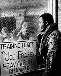 Muhammad Ali and Joe Frazier. Love this lol