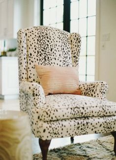dalmatian dots on this wingback chair. home decor and interior decorating ideas. furniture with style Style At Home, Pinterest Inspiration, Vibeke Design, Take A Seat, My New Room, Home Fashion, Nail Fashion, My Dream Home, Home And Living