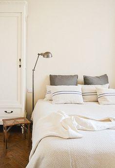 Firenze Bed and Breakfeast Valdirose - Suite memorie Diy Living Room Furniture, Room Furniture Design, Living Room Furniture Arrangement, Natural Bedroom, Room Of One's Own, Romantic Room, Home Office Decor, Home Decor, Dream Home Design