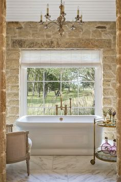 A ranch-style farmhouse in texas - old house journal magazin Bathroom Interior Design, Bathroom Styling, Decor Interior Design, Interior Ideas, Bathroom Storage, Country Farmhouse Decor, Modern Farmhouse, Texas Farmhouse, Modern Country