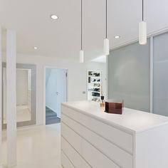 Elegant suspended tubular LED reflector suitable for hanging over bar counters and kitchen islands. TRIAC dimmable. Bar Counter, Kitchen Islands, Bathroom Lighting, Pendants, Led, Mirror, Elegant, Design, Furniture