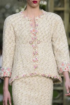 Chanel Spring 2018 Couture Fashion Show Details - The Impression Chanel Couture, Fashion Show, High Fashion, Fashion Brands, Fashion Design, Style Couture, Haute Couture Fashion, Style Chic Parisien, Estilo Coco Chanel